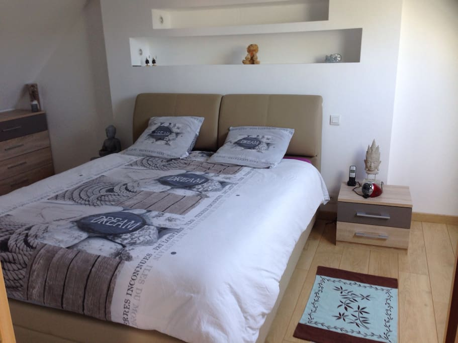 Votre chambre avec literie en 160/200 avec matelas à mémoire de forme !