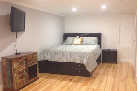 Beautifully remodeled studio apt - Fairfax