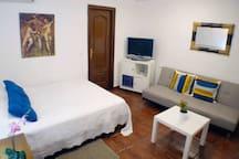 Suite con cama de matrimonio y sofa cama para dos personas , Tv , aire acondicionado , calefacción