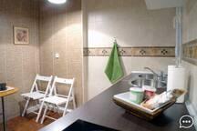 Cocina - office , con todos los utensilios , microondas , cafetera , etc