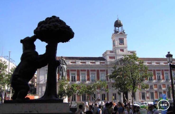 Puerta del Sol, a un minuto a pie