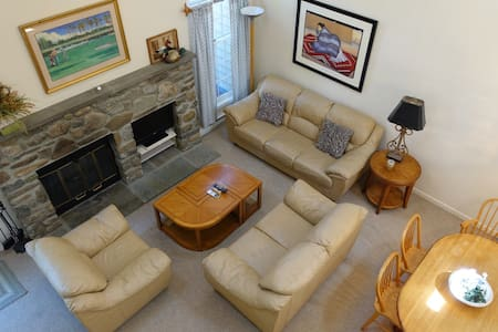 Beautiful Townhouse in the Poconos - Buck Hill Falls
