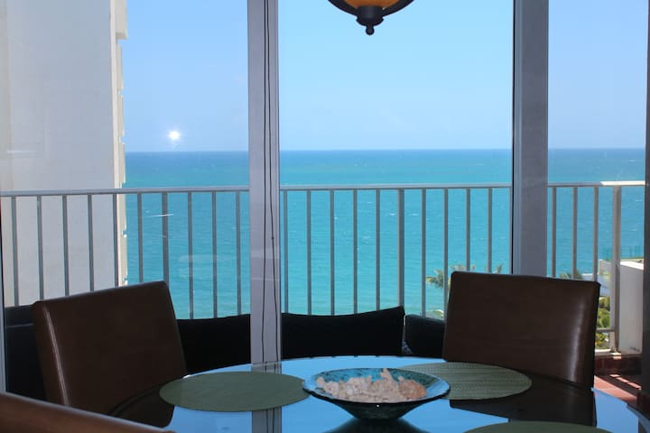 Modern, new with oceanfront views - San Juan - Apartment
