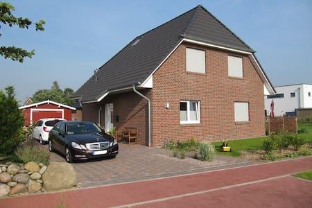 Familienfreundliches Ferienhaus (8 km zur Nordsee) - Meldorf - บ้าน