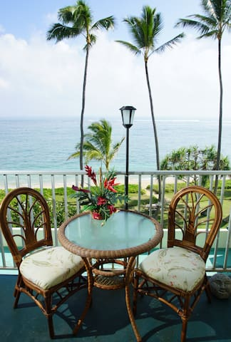 Hawaii Condo ON THE BEACH! Sleeps 4 - Punaluu - Apartment