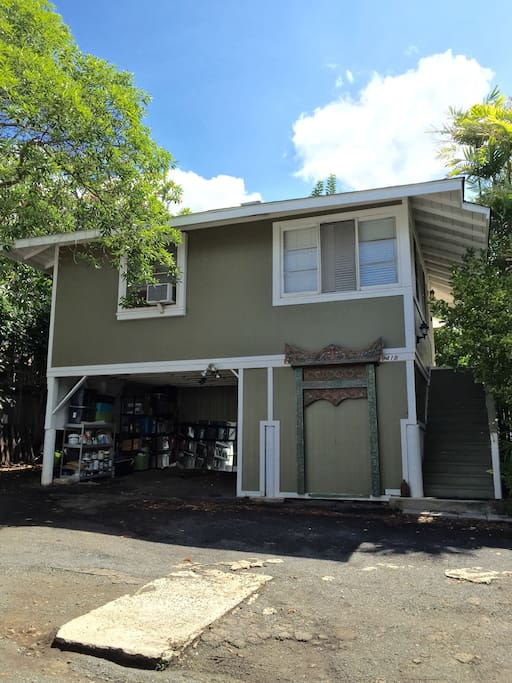Manoa Cottage apartment and carport. There are 15 steps on the stairway to front door landing.
