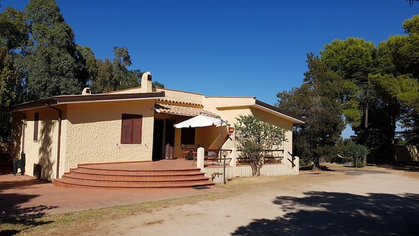Villa indipendente 7 km dal mare.