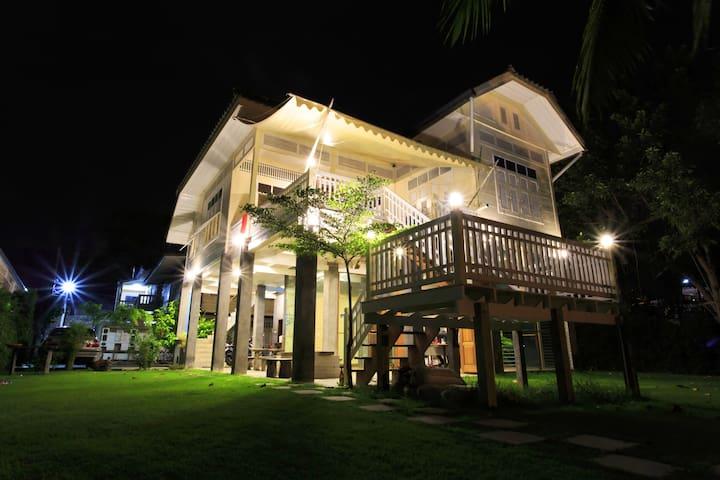 1301Hostels Ayutthaya 3beds Room - Phra Nakhon Si Ayutthaya - Дом