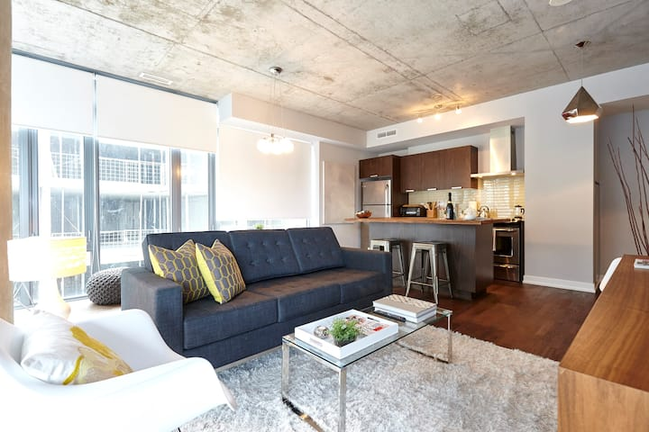 GORGEOUS Prime King West Designer Soft Loft