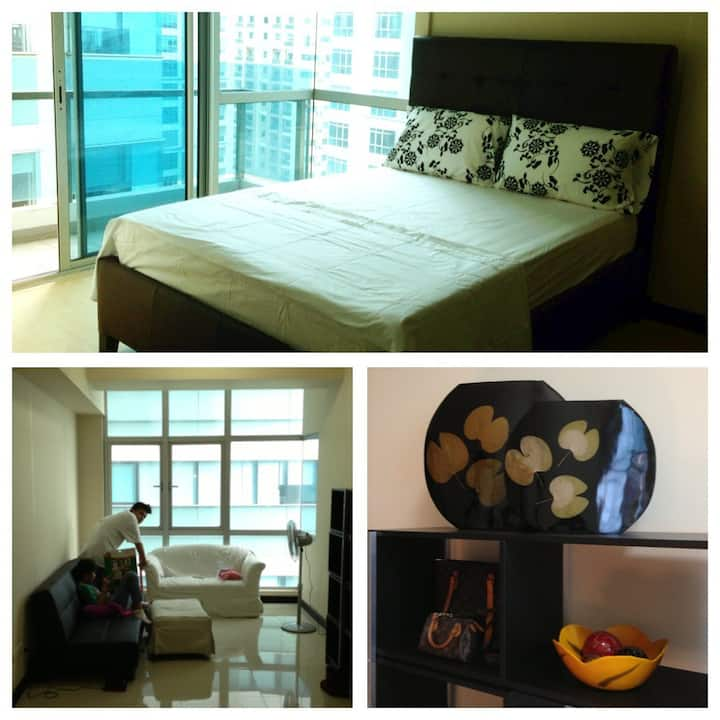 1BR Condo BGC Fort Bonifacio. Wifi, Cable, Balcony