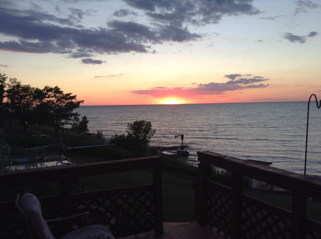 Sunsetcove 3 Lake Erie beach house - Geneva - Rumah