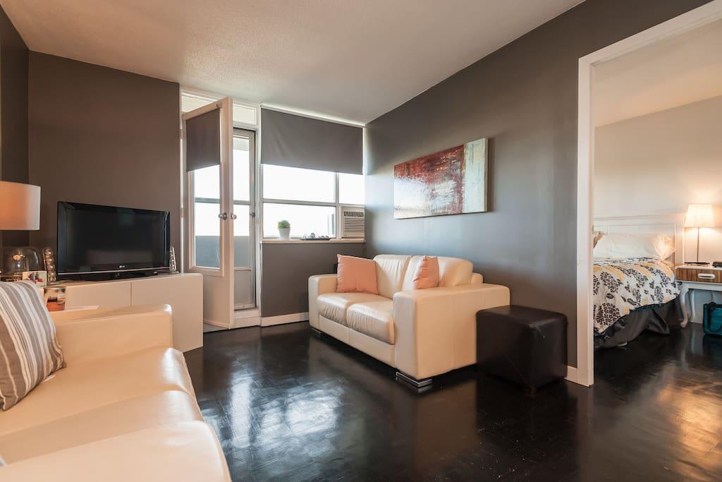 Livingroom with Balcony Entrance