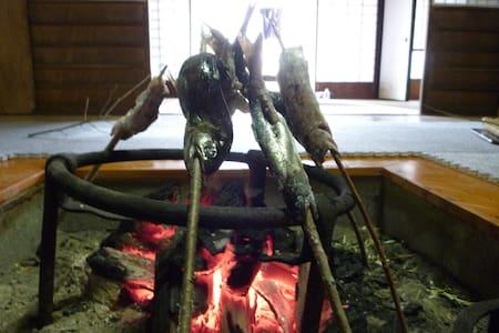 田舎暮らし&生きもの好きファミリー歓迎 囲炉裏・五右衛門風呂・薪割・農業体験も!