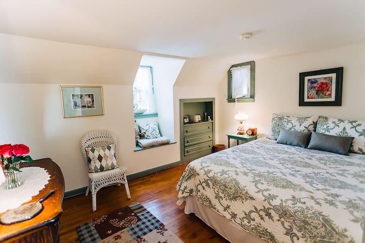 The Wheelhouse-Fly Creek Bedroom