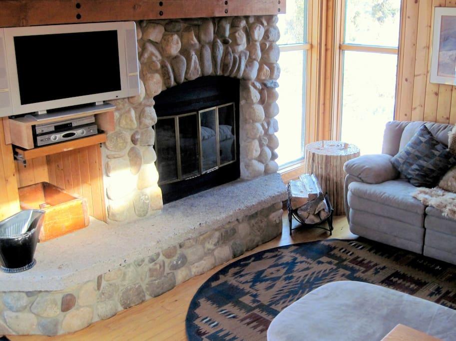 Real wood fireplace and flatscreen TV!