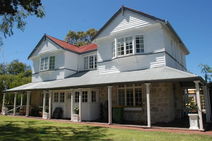 BUSSELTON HOUSE (URL HIDDEN) NIGHT STAY ALSO - Geographe - Rumah