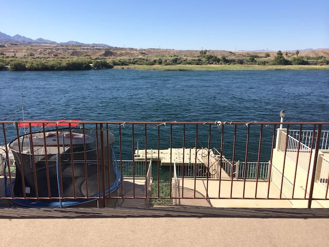 River Front Home w Private Dock - Bullhead City - Casa