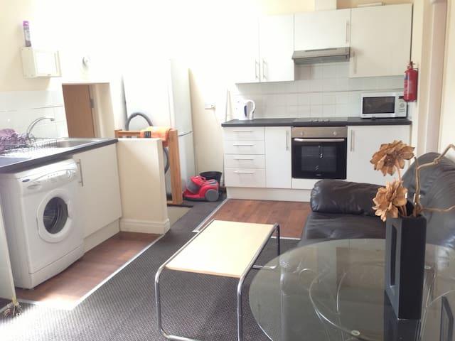 Full 2 dbl bed flat - new listing - Preston - Apartment