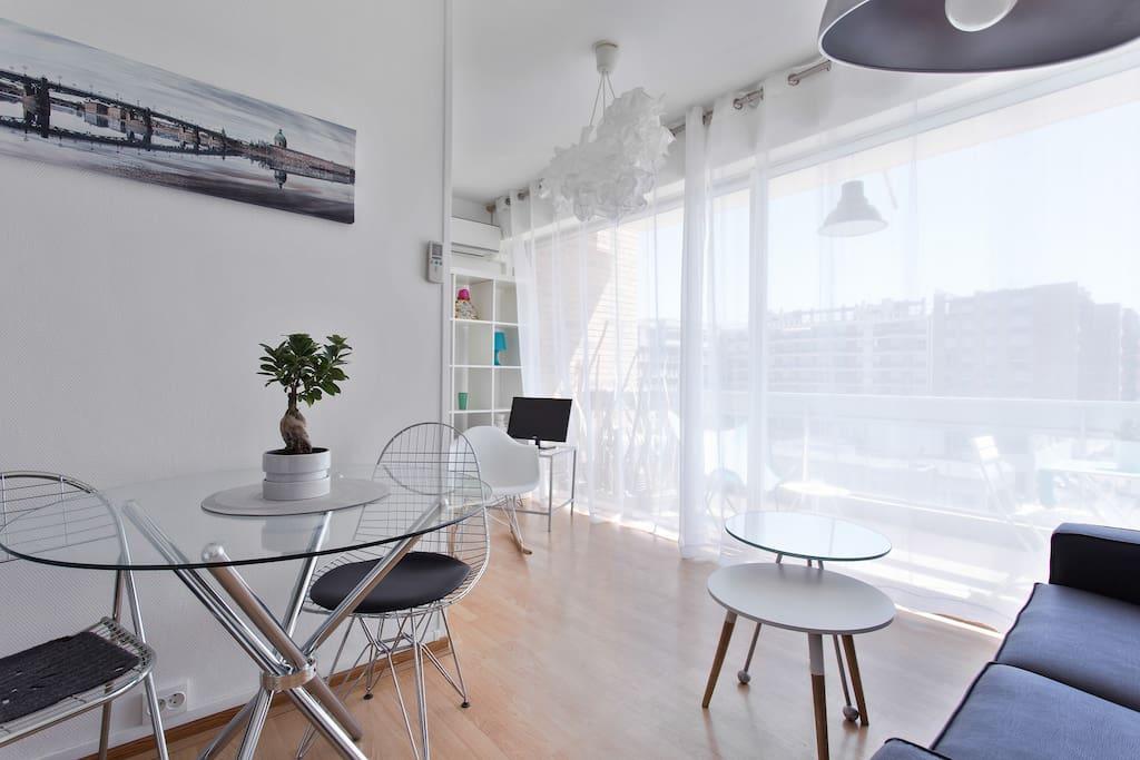 Appartement lumineux, vue dégagée