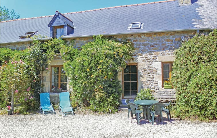 Holiday cottage with 4 bedrooms on 128m² in Pluduno
