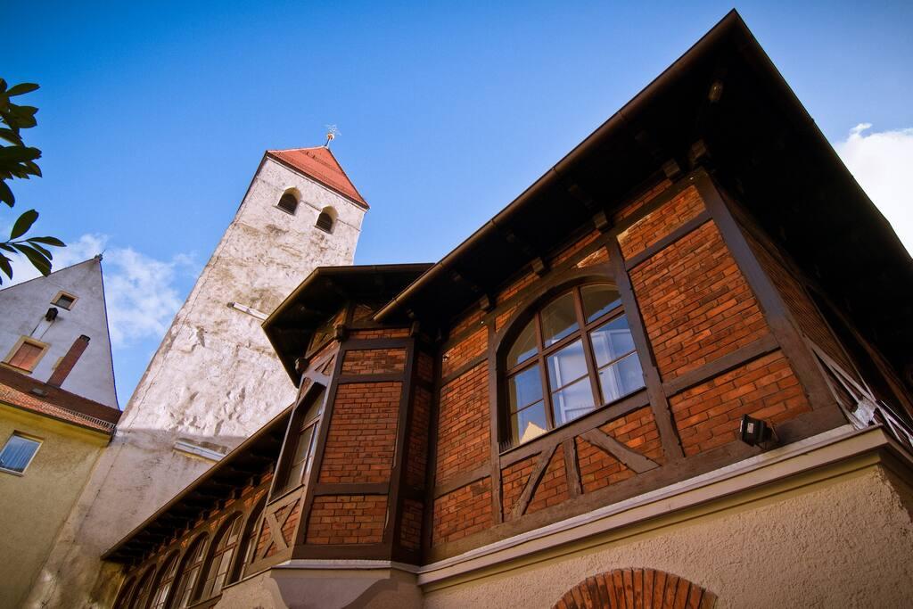 Das Gebäude ist ca 400 Jahre alt.