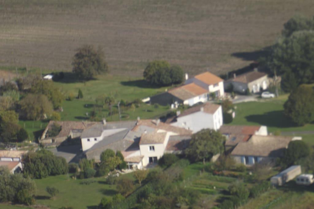 Vue d'avion ensemble de maison de La Bruelle