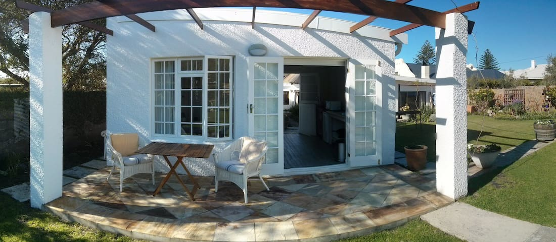 Charming Hermanus Garden Cottage - Hermanus - Casa