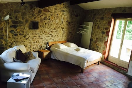 Chic stone hideaway for two. WiFi. - Laroque-des-Albères