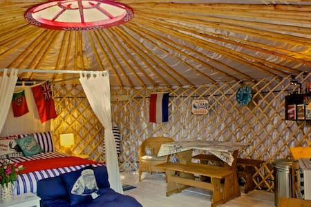 'Crab Shack' Luxury Yurt with Harbour & Sea Views