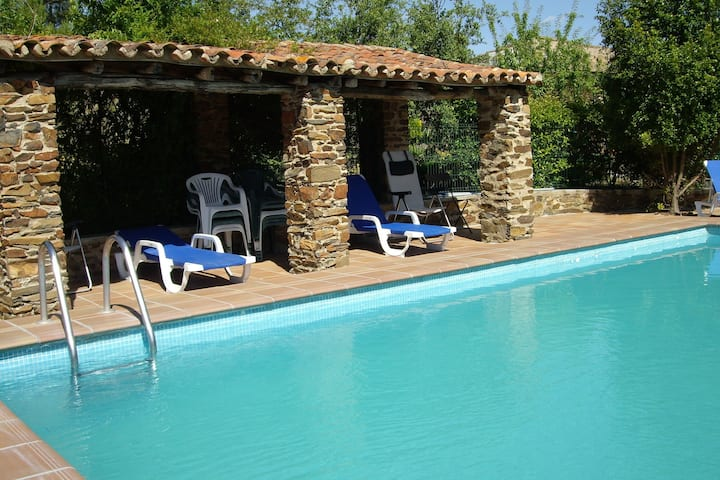 Comfy Farmhouse in Valencia de Alcántara with Pool
