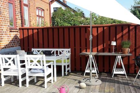 Guest room/house in my garden - Ystad - Гестхаус