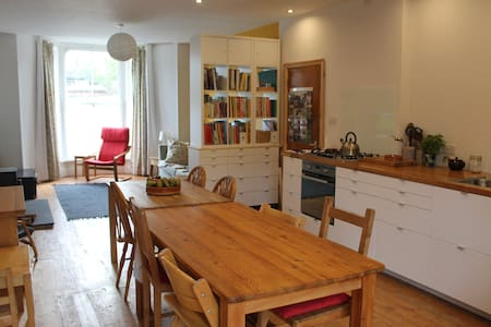 Triple room in friendly family home