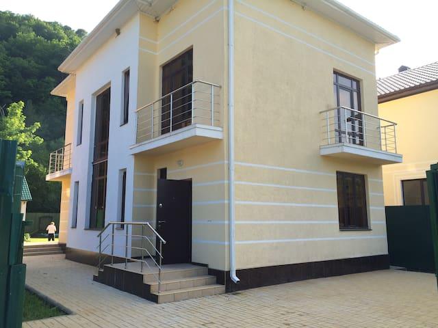 Дом недалеко от моря у подножия гор - Gelendzhik