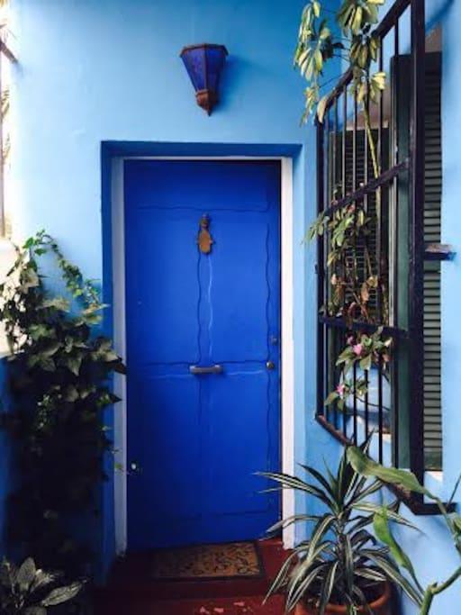 ¡Bienvenid@s! Villa situada en el tradicional barrio Marshan, al lado del Palacio Real y del antiguo campo de fútbol.