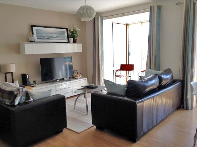 Grand Canal Living - 2BD Apartment - Dublin 8 - Apartment
