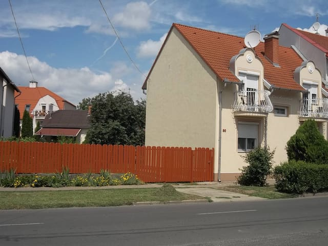 200 meters from Spa, with garden f2 - Hajdúszoboszló - House
