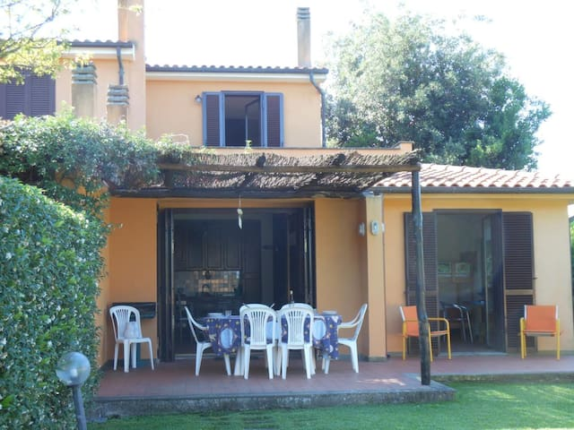 Beautiful house in holiday resort - Località Torre di Maremma - Haus