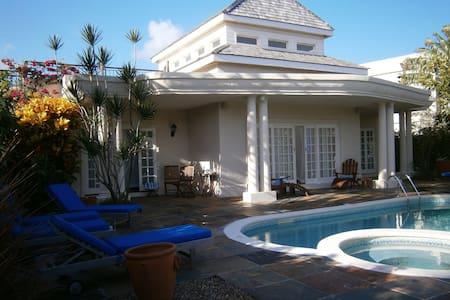 Amalie Villa Beach+Pool St Lucia