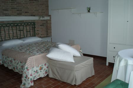 camera in casale di campagna - Due Carrare - Bed & Breakfast
