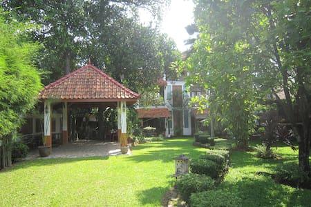 Villa Mekar Baru Home Rental
