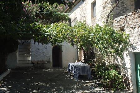 Traditional family house - Gefyra - Casa