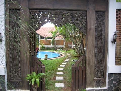 Metina's Tropical Villa B&B - Melati Room