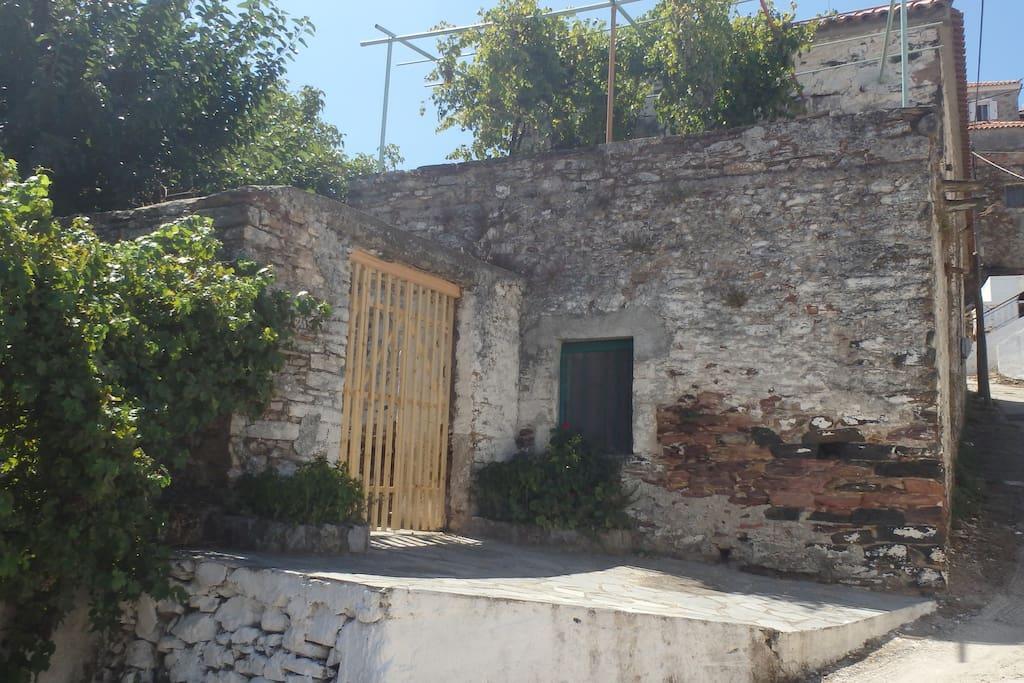 Traditional family house case in affitto a gefyra - Riscaldamento alternativo in casa in affitto ...