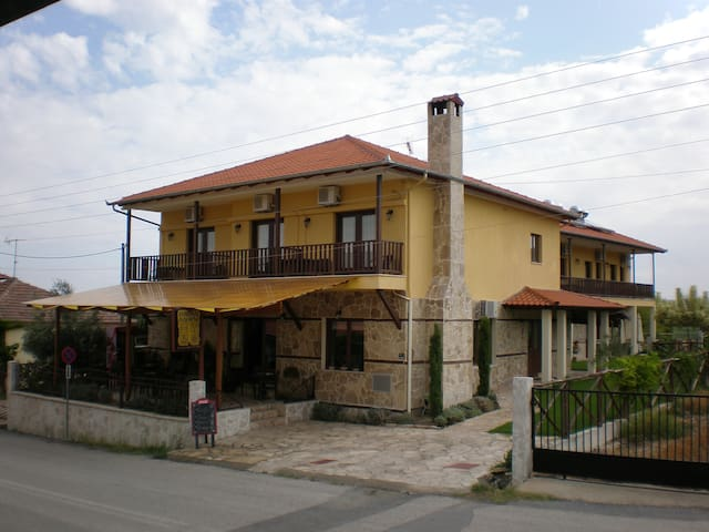 Olympia Guesthouse Four Bed Room - Vergina - Oda + Kahvaltı