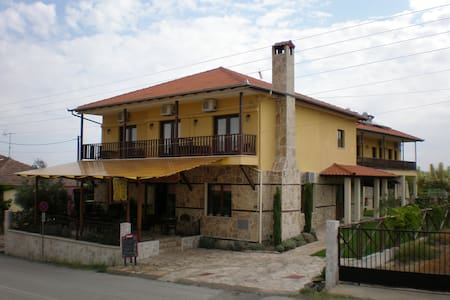 Olympia Guesthouse Four Bed Room - Vergina