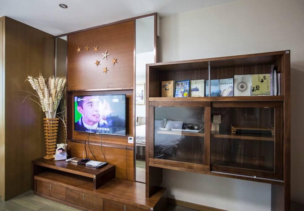 4k电视、茶具、电视网络、相关书籍一应具全。