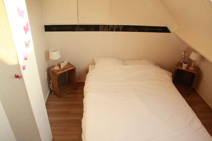 Room with double bed in villa - Belt-Schutsloot - Vila