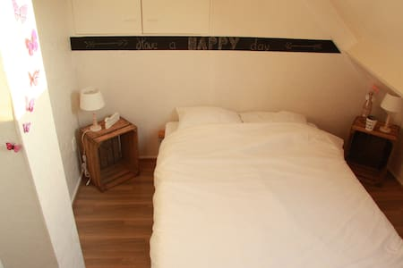 Room with double bed in villa - Belt-Schutsloot - Villa