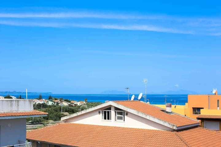 Sunny flat 2 mins from beach Sicily - Villafranca Tirrena - Appartement