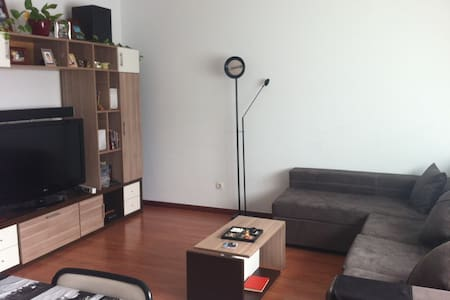 Habitación doble luminosa + WIFI - Vitoria-Gasteiz